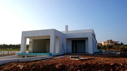 Modern-Minimal Residence in Tavronitis